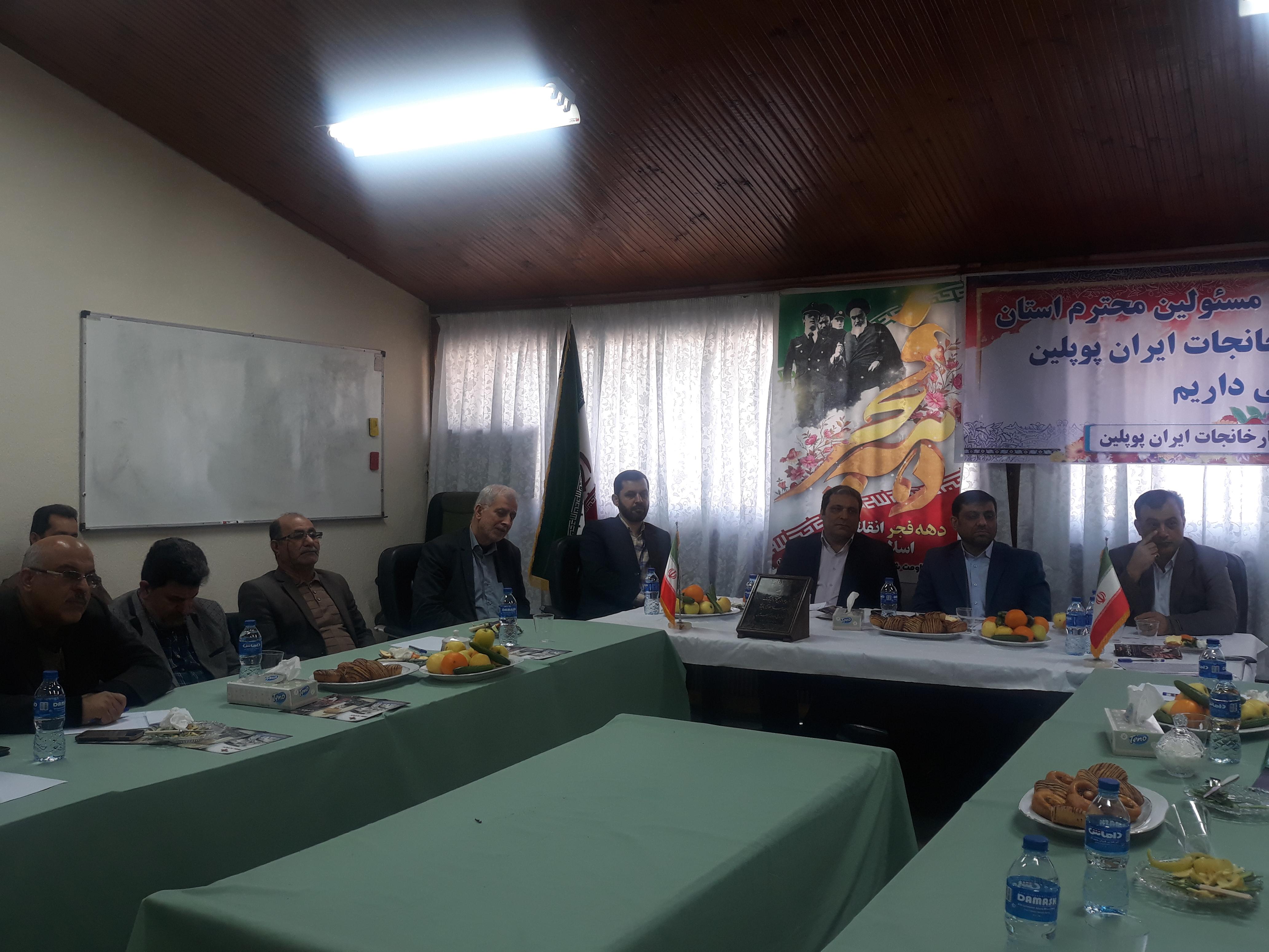 در نشستی با حضور مسئولان و فعالان کارگری عنوان شد:  ایران پوپلین» با حمایت دولت به روزهای اوج خود برمیگردد