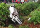واژگونی خودرو در حاشیه رودخانه پیربازار